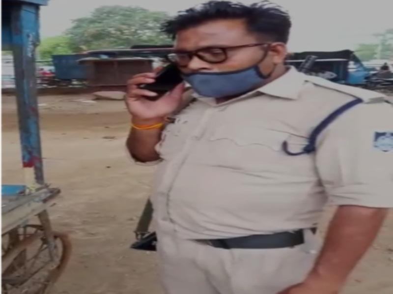 Datia Crime News: पुलिसकर्मी अपने साथी के साथ पी रहा था शराब, वीडियाे हुआ वायरल, एसपी ने किया निलंबित