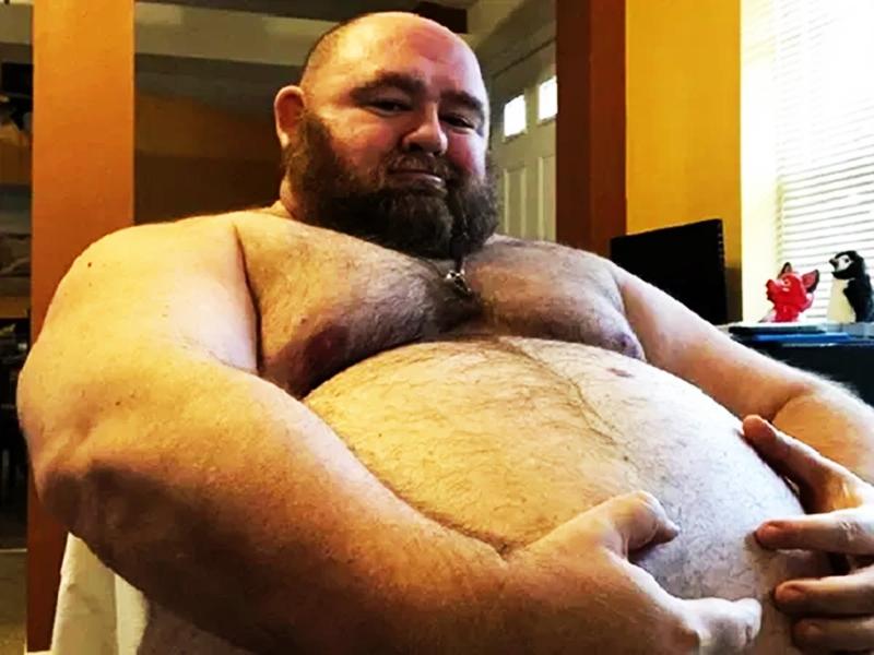 225 किलो है इस शख्स का वजन, फिर भी रोज खाता है 10000 कैलोरी, ये है कारण