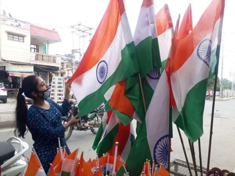 Happy Independence Day 2020 : इन संदेशों से दीजिए स्वतंत्रता दिवस की बधाइयां, झूम उठेंगे भारत मां के दीवाने