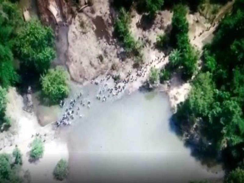 Chhattisgarh News: नक्सलियों के इशारे पर सड़क काटने निकले सैकड़ों लोगों की तस्वीर ड्रोन में कैद