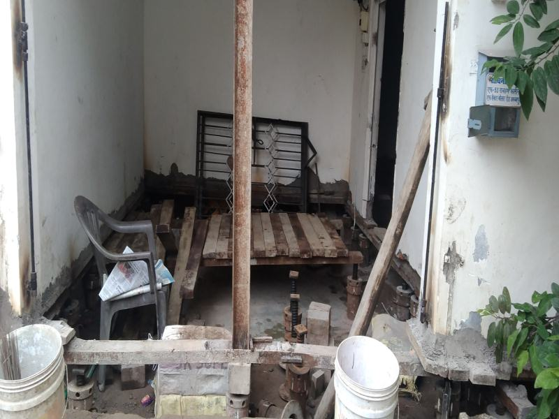 Bhopal news:  बेजोड़ इंजीनियरिंग का नमूना, जैक सिस्टम से चार फीट हवा में उठेगा मकान