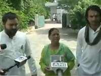 Bihar Election LIVE Updates: Tejashwi Yadav ने लिया मां का आशीर्वाद, राबड़ी देवी बोलीं- याद आ रहे लालूजी