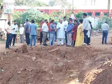 रायपुर व धमधा नाका अंडरब्रिज का धीमा निर्माण, विधायक अरुण वोरा नाराज