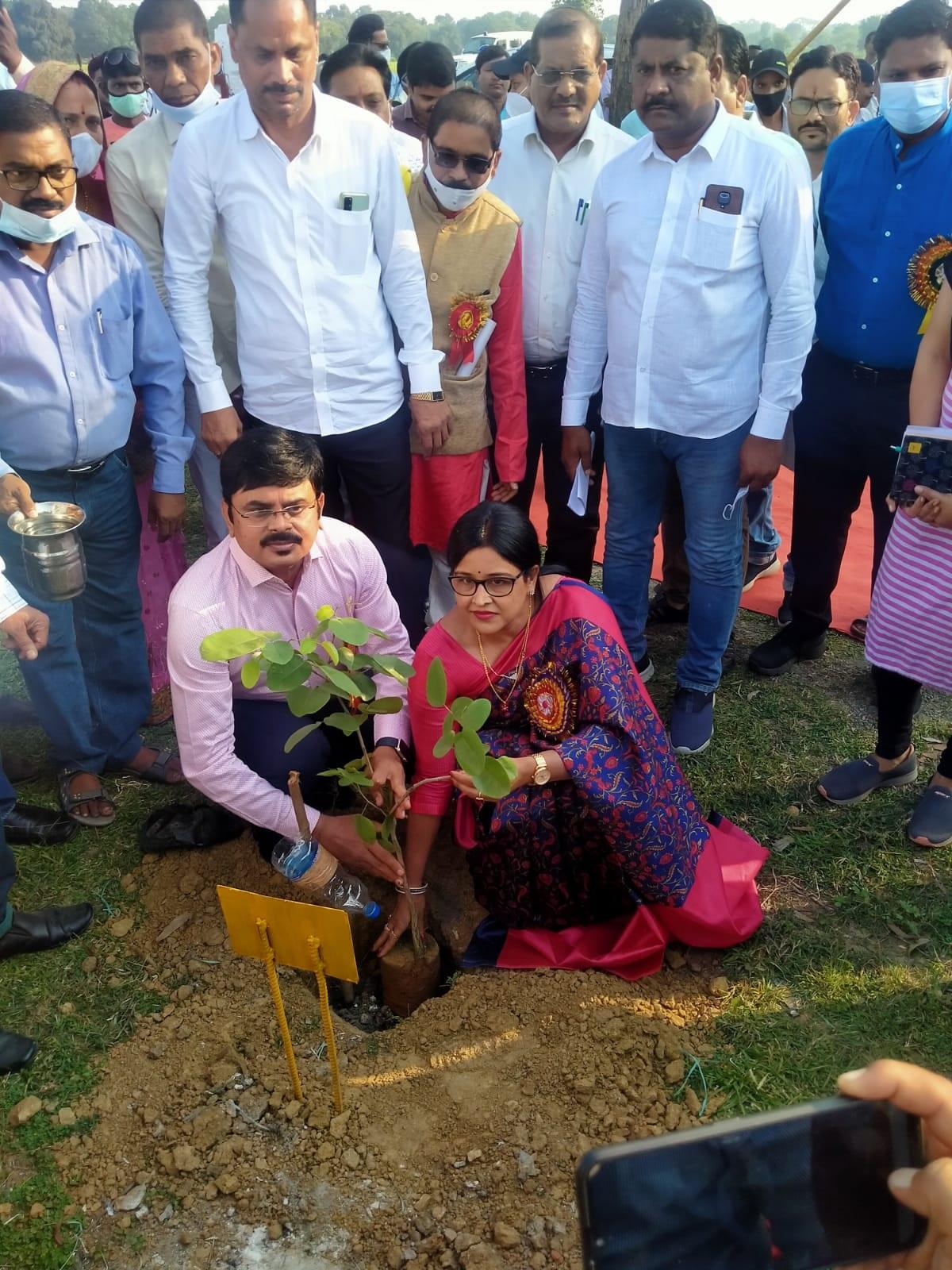 Janjgir  News: पौधरोपण के बाद उसका  संरक्षण और संवर्धन हमारी महत्वपूर्ण जिम्मेदारी