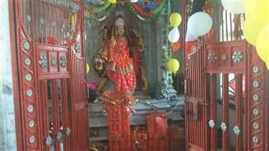 मां दुर्गा की आराधना और कन्या भोज के बाद खोला व्रत