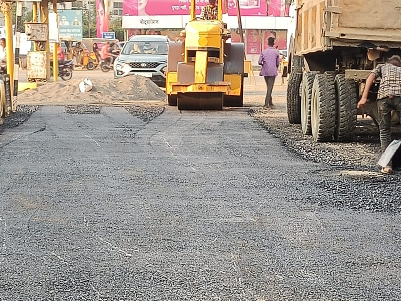 Jabalpur News: शहर की बदहाल सड़कों पर लग रहा डामल का मलहम