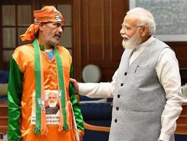 मध्य प्रदेश के सागर जिले से पैदल दिल्ली पहुंचे छोटेलाल से मिले प्रधानमंत्री नरेंद्र मोदी
