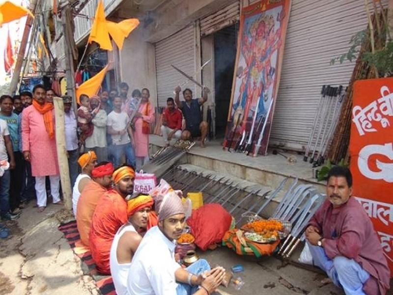 Ayudha Puja 2021: आज मनाई जा रही है आयुध पूजा, जानिये किन राज्यों में है इसकी लोकप्रियता, शुभ समय, पूजा विधि और परंपराएं