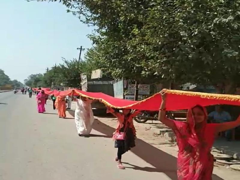 Navratri 2021: 17 बटालियन माता को आधा किलोमीटर की चुनरी चढ़ाई