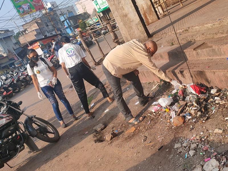 Cleanliness Campaign: रायपुर के शास्त्री बाजार में स्वच्छ्ता अभियान, युवाओं ने किया प्लास्टिक इकट्ठा