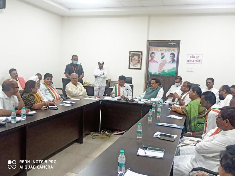 Chhattisgarh Cm News: बैठक में भड़के छत्तीसगढ़ के सीएम बघेल, बोले-छोड़ दो पद