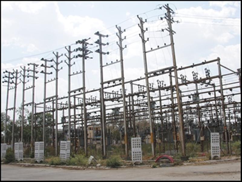 Electricity company Indore: छोटा बांगड़दा में दो कालोनियों में लगे मिले सरकारी खंबे और ट्रांसफार्मर