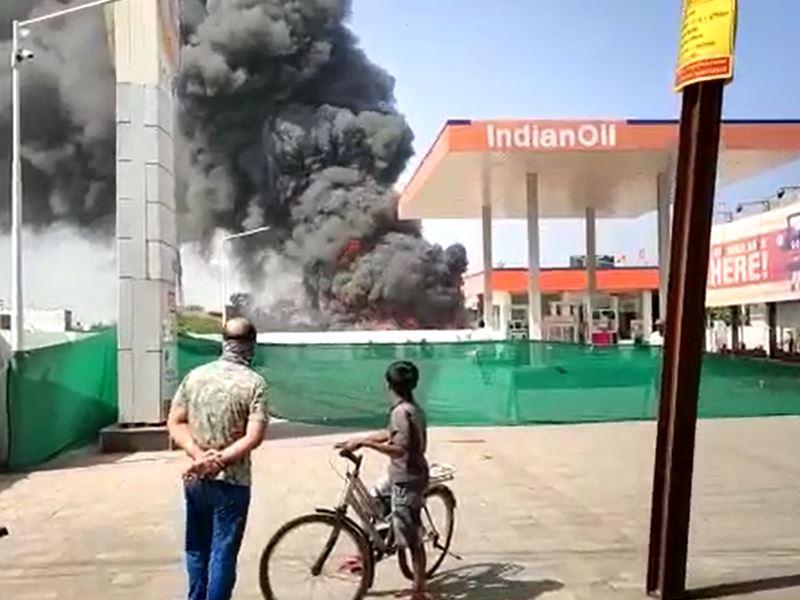 Fire in Ratlam: रतलाम में पेट्रोल पंप के पास लगी भीषण आग, फायर ब्रिगेड ने टाला बड़ा हादसा