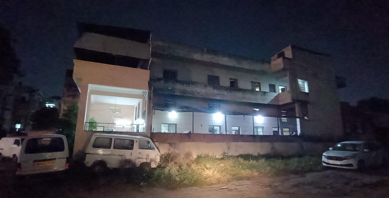 Irregularity Indore News: मंदिर की जमीन पर बना दिए मकान और मिठाई कारखाना