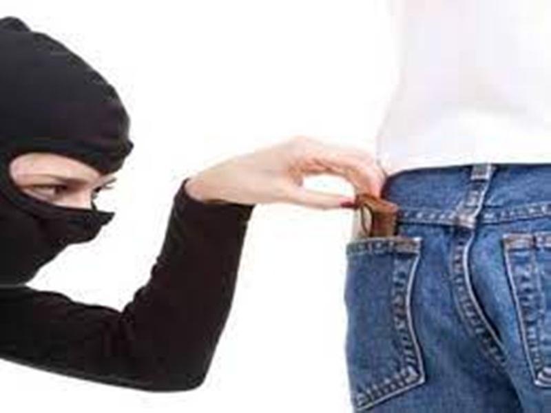 Gwalior theft News: बारादरी पर गाड़ी की सर्विस कराने आए वृद्ध की जेब से 22 हजार 500 रुपये निकले