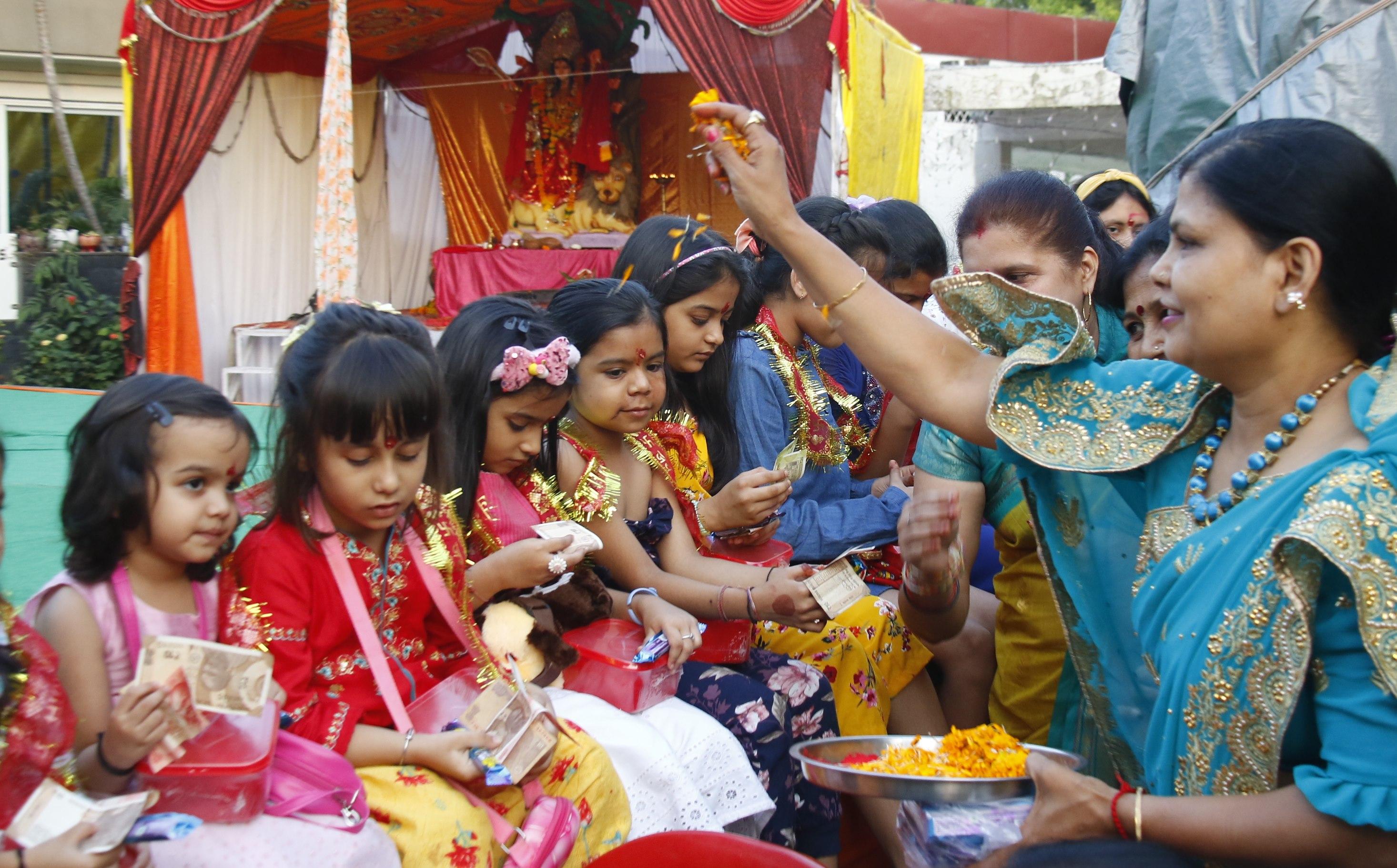 Navratri Festival 2021 Indore: शक्ति स्वरूपा कन्याओं का पूजन कर मां सिद्धिदात्री से मांगी सुख-समृद्धि