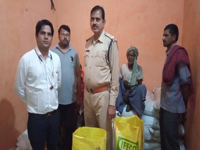 Morena Fertilizer Crisis News: डीएपी खाद की नकली पैकेजिंग करने वाला गोदाम पकड़ा, 125 कट्टे बरामद