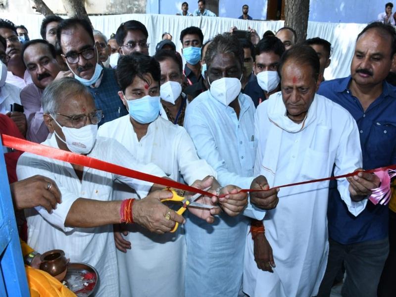 Scindia in Gwalior: केंद्रीय मंत्री सिंधिया ने किया जिला अस्पताल मुरार में आक्सीजन प्लांट का शुभारंभ, मरीजाें काे मिलेगी राहत