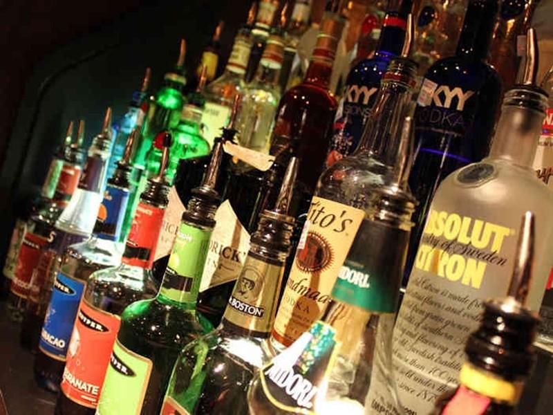 Jabalpur Crime News: लखनादौन से जुड़े माफिया के तार, अंग्रेजी शराब की तस्करी के लिए धान की भूसी को बनाया औजार