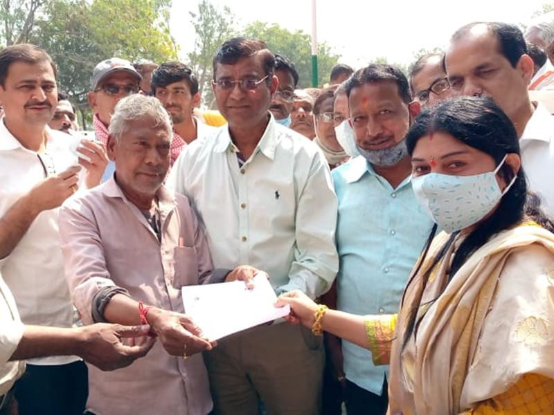 खंडवा में मंडी शुल्क बढ़ाने को लेकर व्यापारियों ने की सांकेतिक हड़ताल