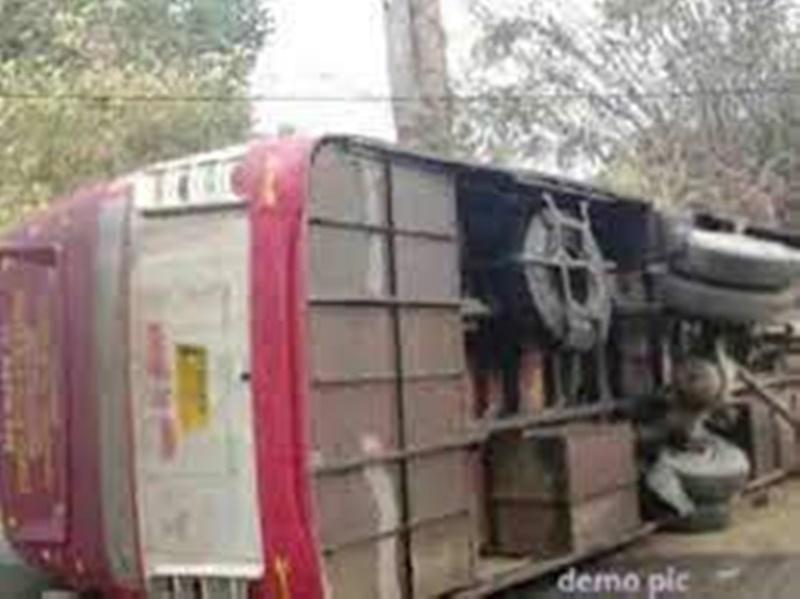 Datia Bus Accident: हरिद्वार कुम्भ से लौट रही श्रद्धालुओं से भरी बस खाई में गिरी, एक की मौत, 23 यात्री घायल