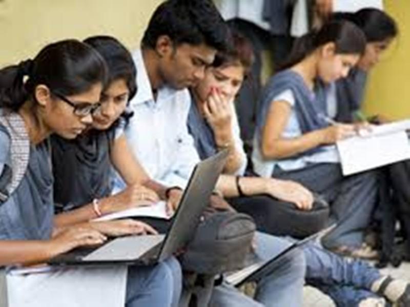 Jabalpur News: बोर्ड परीक्षाओं को लेकर आए फैसले से विद्यार्थी हुए परेशान, मेरिट की तैयारी कर रहे छात्र हो गए निराश