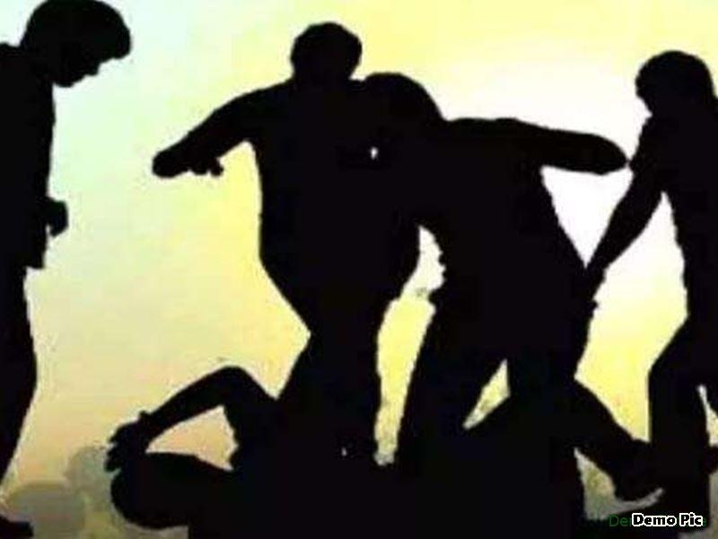 इंदौर के बाणगंगा में सीढ़ियों से हटने के लिए कहा तो पति-पत्नी को पीटा