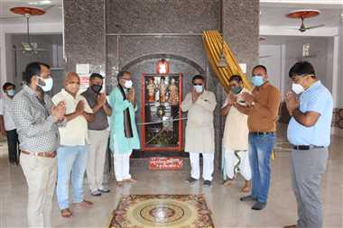 महामृत्युंजय मंत्र गूंजा, हजारों हाथ जुड़े प्रार्थना के लिए
