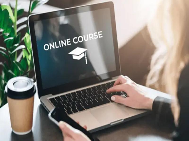 Online Free Courses: 40 साल से ज्यादा उम्र है तो ऐसे कर सकते हैं लॉ और मैनेजमेंट की पढ़ाई