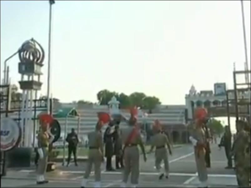 Beating Retreat Ceremony इस बार बिना दर्शकों के मनी, देखें Attari Wagah Border पर जश्न का वीडियो