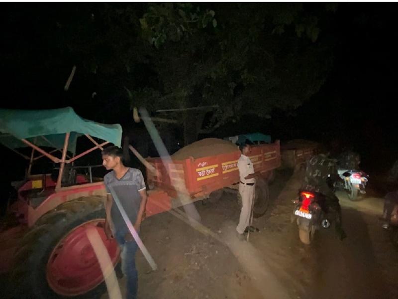 Ambikapur News : प्रशासन की दबिश से बचने के लिए रेत माफिया ने खोद दी थी सड़क