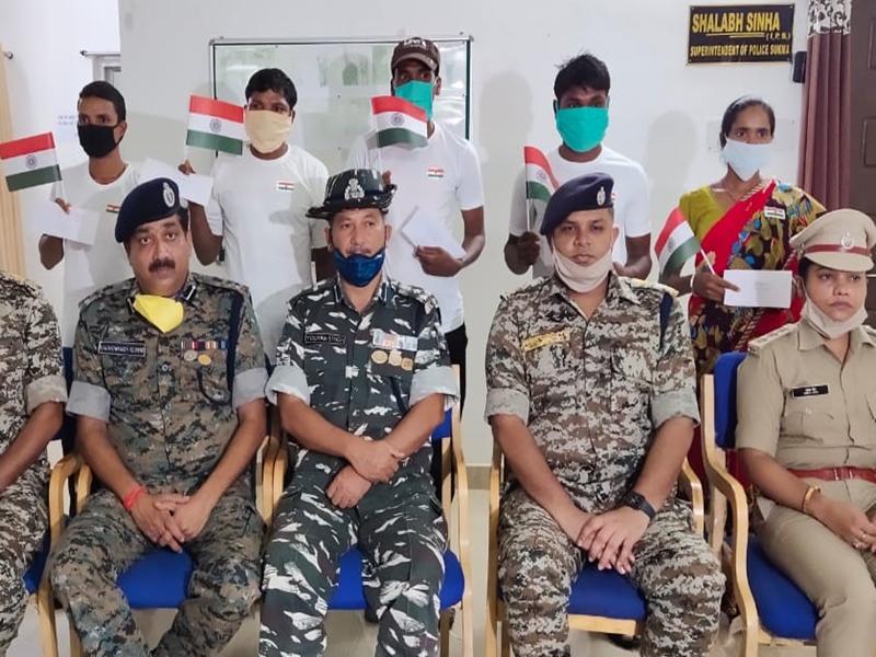 Sukma Naxalite : 8 लाख के इनामी सहित 5 नक्सलियों ने किया आत्मसमर्पण