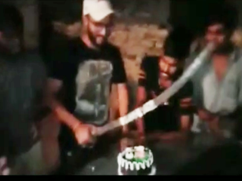 Gwalior Crime News : तलवार से केक काटा, किया हंगामा, विरोध पर पीटा