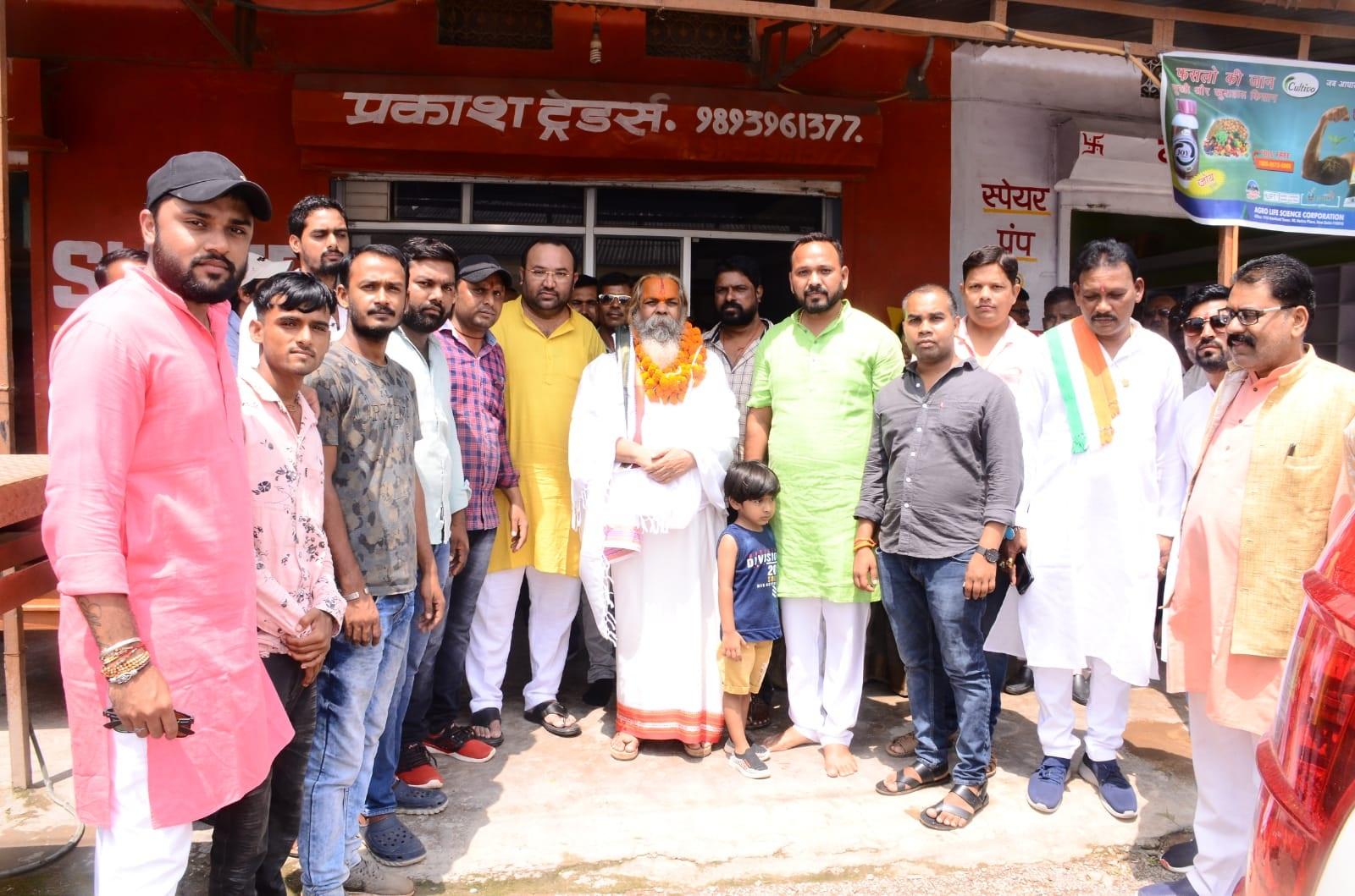 Bilaspur News : गाय की देखरेख को आयोग के अध्यक्ष महंत  रामसुंदर ने सराहा