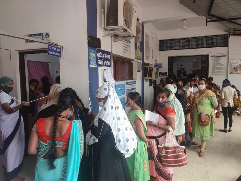 Healthcare Facilities in Jabalpur: ये क्या हो गया एल्गिन अस्पताल को, लकड़ी की बेंच पर प्रसव पीड़ा से कराहती रही महिला