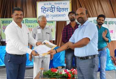 हिंदी सिर्फ एक भाषा नहीं, बल्कि भारतीयों की दिल की धड़कन है : प्रो. चंदेल