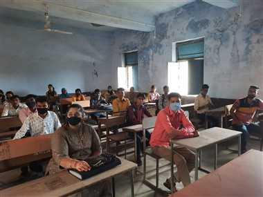 कालेज में लगी कक्षाएं, पहले दिन कम ही रही उपस्थिति