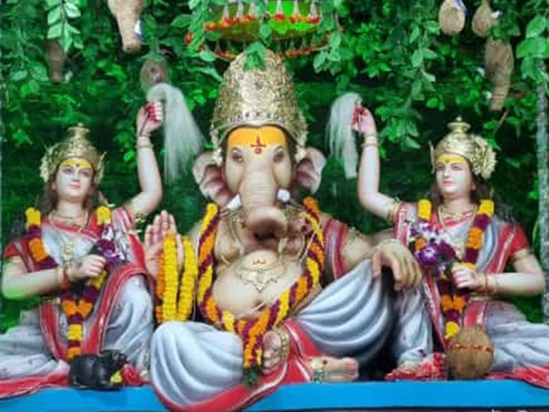 Ganesh Chaturthi 2021: रायपुर में यहां गणपति को रोज पांच घंटे पहनाया जाता है 35 लाख का मुकुट