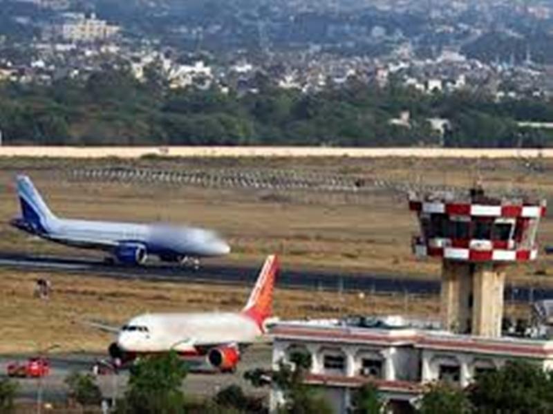 इंदौर से दुबई जाने वाली उड़ान में सवार होने पहुंचा यात्री निकला कोरोना पाजिटिव