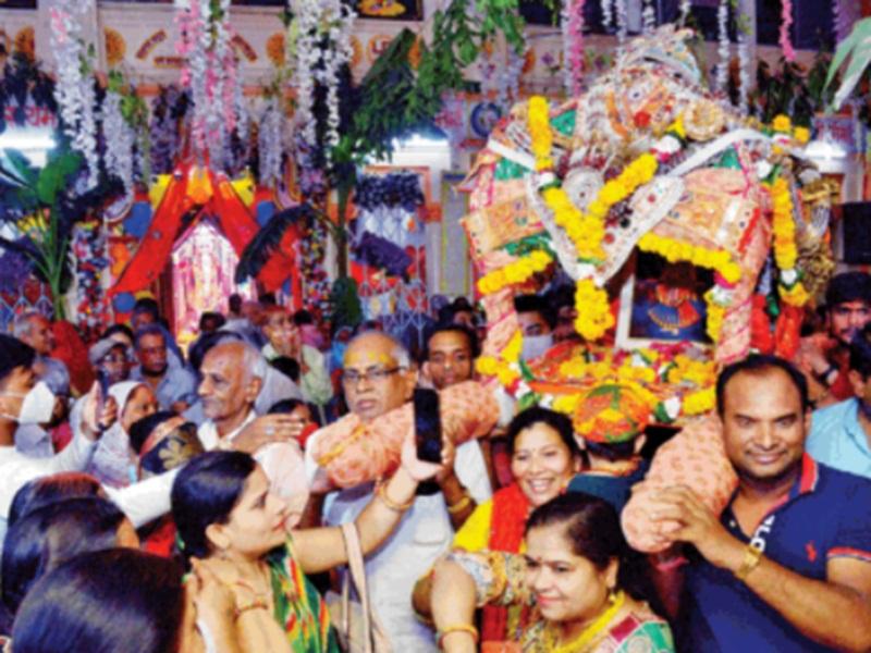 Radha Ashtami 2021: सनातन धर्म मंदिर में उड़ा भक्ति का रंग, निकाली पालकी यात्रा