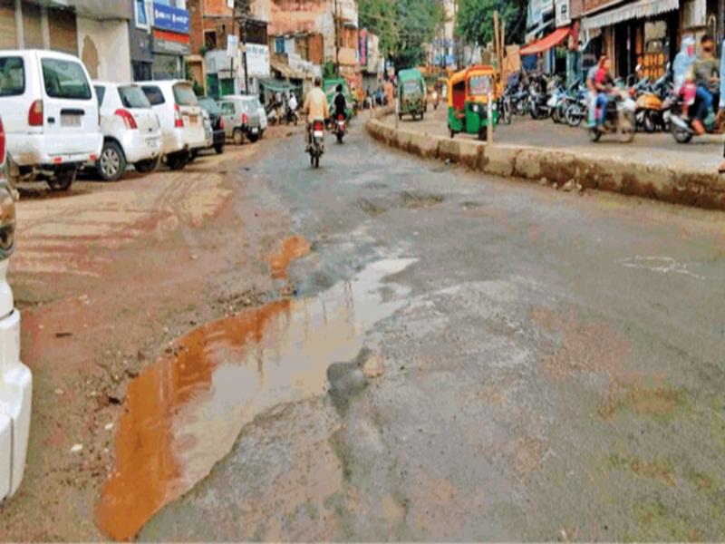 Gwalior Bad roads: अमृत के लिए खाेदीं सड़कें, लेकिन रेस्टाेरेशन नहीं किया, इसलिए यहां से संभलकर निकलें