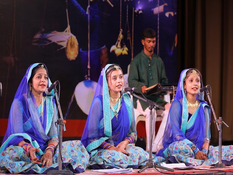 Bhopal Arts And Culture News: गमक के मंच से गूंजे बघेली स्वराज गीत, बुंदेली लोकनृत्य ने भी मोहा मन