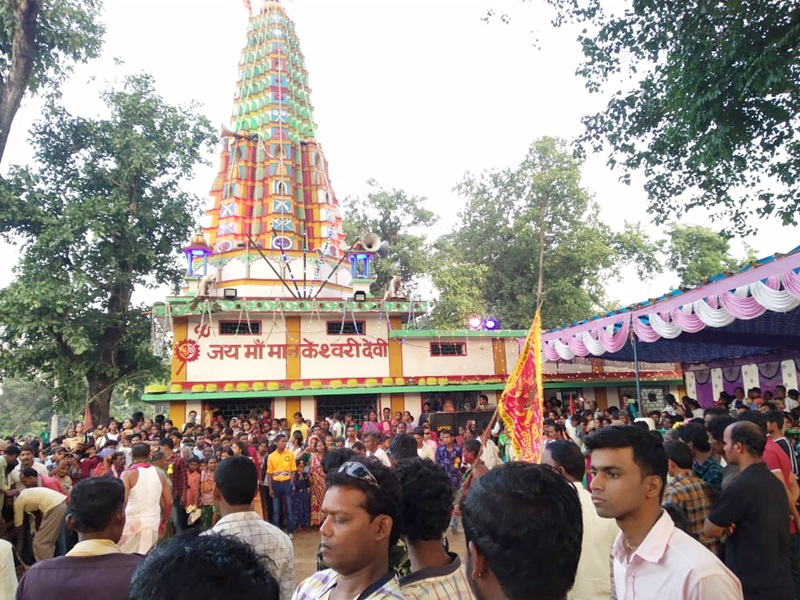 Raigarh : इस मंदिर में भोग में दी जाती है सैकड़ों बकरों की बलि, बैगा पी जाता है खून