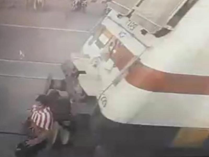 Hoshangabad News: Video एएनएम को लगना था पहली वैक्सीन, ट्रेन की चपेट में आने से मौत