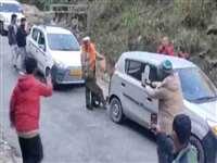Kullu Leopard Video: कभी सड़क पर तेंदुए और इंसान को खेलते हुए देखा, ये है Video