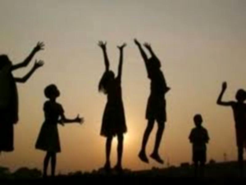 Jabalpur News : लाकडाउन में अभिभावक भी बच्चों के साथ बढ़ा रहे नजदीकियां, विभिन्न खेलों को खेलकर बिता रहे वक्त