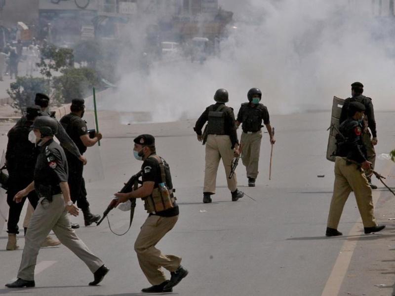 पाकिस्तान: कट्टरपंथियों की हिंसा के बाद 4 घंटे के लिए Twitter, Facebook, YouTube, WhatsApp, Telegram बंद