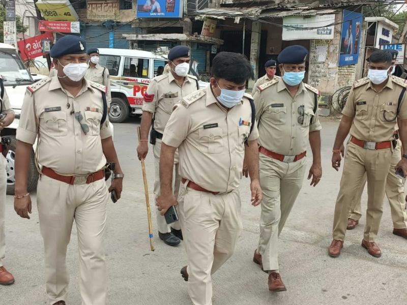 Crime News: रायपुर में लॉकडाउन के दौरान खुलेआम शराब पी रहा युवक गिरफ्तार