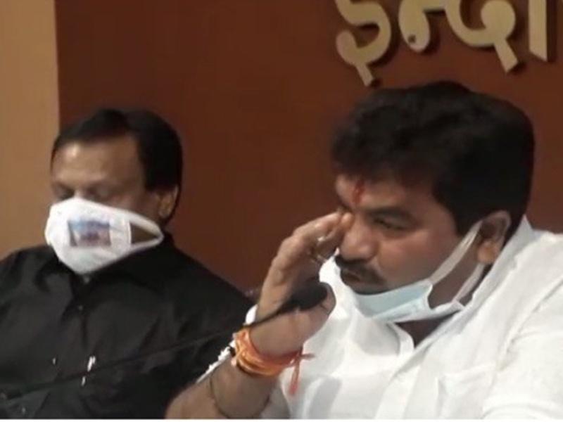 Coronavirus News Indore:कोरोना से इंदौर की हालत देखकर विधायक संजय शुक्ला के आंसू छलके, बोले- साधन नहीं जुटाए तो आत्मदाह कर लूंगा