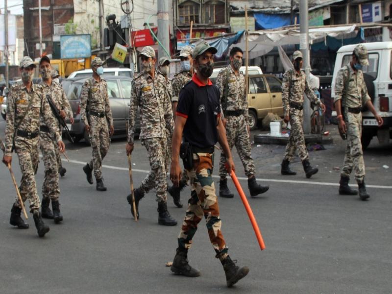 Corona curfew in Bhopal: नए शहर में पुलिस की सघन चेकिंग, पुराने शहर में एसटीएफ का फ्लैग मार्च